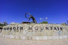 Το μαμμούθ άγαλμα στη μαμμούθ λίμνη Στοκ εικόνα με δικαίωμα ελεύθερης χρήσης