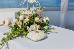το μαξιλάρι συμβαλλόμενων μερών μπαλονιών ανασκόπησης χτυπά το γάμο Στοκ φωτογραφίες με δικαίωμα ελεύθερης χρήσης