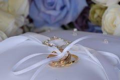 το μαξιλάρι συμβαλλόμενων μερών μπαλονιών ανασκόπησης χτυπά το γάμο Στοκ Εικόνες