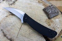 Το μαχαίρι στο κολόβωμα Στοκ φωτογραφία με δικαίωμα ελεύθερης χρήσης