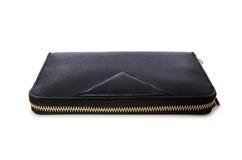 Το μαύρο πορτοφόλι που απομονώνεται στο λευκό στοκ φωτογραφίες
