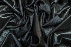 Το μαύρο ύφασμα με τα τσέκια είναι πτυχές στοκ φωτογραφία με δικαίωμα ελεύθερης χρήσης