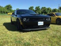 Το μαύρο hemi τροφοδότησε Challenger αυτοκίνητα και γεγονός καφέ σε Komoka Οντάριο στοκ φωτογραφίες