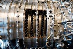 το μεγάλο αεριωθούμενο αεροπλάνο μηχανών ανασκόπησης αεροσκαφών κάνει τους μηχανικούς σωλήνες που τα πανκ συστήματα ατμού Θα έκαν Στοκ Φωτογραφίες