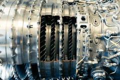 το μεγάλο αεριωθούμενο αεροπλάνο μηχανών ανασκόπησης αεροσκαφών κάνει τους μηχανικούς σωλήνες που τα πανκ συστήματα ατμού Θα έκαν Στοκ Εικόνες