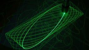 Το μεγάλο εκκρεμές επισύρει την προσοχή τις ελλείψεις με το φως στην επιφάνεια φωσφόρου