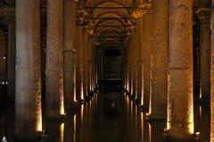Το μεγάλο υπόγειο υδραγωγείο, η δεξαμενή Yerebatan ή το Basili Στοκ Εικόνες