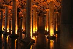Το μεγάλο υπόγειο υδραγωγείο, η δεξαμενή Yerebatan ή το Basili Στοκ Φωτογραφίες