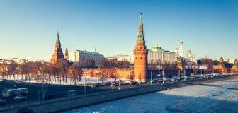 Το μεγάλοι παλάτι του Κρεμλίνου και ο τοίχος του Κρεμλίνου Στοκ Φωτογραφία
