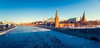 Το μεγάλοι παλάτι του Κρεμλίνου και ο τοίχος του Κρεμλίνου Στοκ Εικόνες