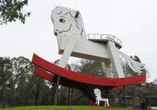 Το μεγάλο άλογο λικνίσματος στο εργοστάσιο παιχνιδιών, Gumeracha, SA Στοκ φωτογραφίες με δικαίωμα ελεύθερης χρήσης