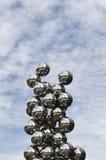 Το μεγάλο δέντρο και το γλυπτό ματιών μπροστά από το Γκούγκενχαϊμ Στοκ Εικόνες
