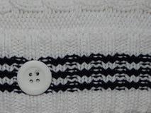 Το μεγάλο λευκό πλέκει με το κουμπί Στοκ Φωτογραφίες