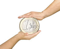 Το μεγάλο ευρο- νόμισμα προστάτευσε την προσοχή χεριών που απομονώθηκε Στοκ εικόνα με δικαίωμα ελεύθερης χρήσης