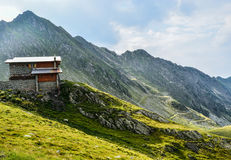 Το μεγάλο σπίτι μου για το μικρό βουνό μου Στοκ Εικόνες