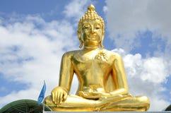 Το μεγάλο χρυσό άγαλμα του Βούδα Στοκ εικόνα με δικαίωμα ελεύθερης χρήσης