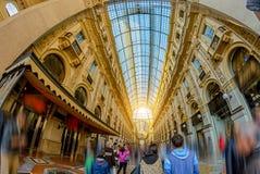 Το μεγαλοπρεπές Duomo στο Μιλάνο Ιταλία Αψίδα στεγών γυαλιού που τίθεται στην κορυφή Στοκ εικόνα με δικαίωμα ελεύθερης χρήσης