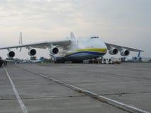 Το μεγαλύτερο αεροπλάνο στον κόσμο ένας-225 Mriya Στοκ Εικόνες