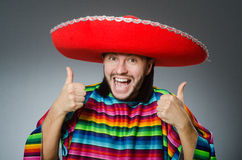 Το μεξικάνικο άτομο με τους αντίχειρες επάνω Στοκ εικόνα με δικαίωμα ελεύθερης χρήσης