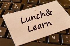 Το μεσημεριανό γεύμα και μαθαίνει τη σημείωση κειμένων Στοκ Εικόνες