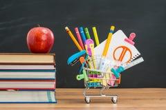 Το μεσημεριανό γεύμα της Apple θα σας βοηθήσει που ψωνίζετε για πίσω στη σχολική εκπαίδευση Στοκ Φωτογραφία