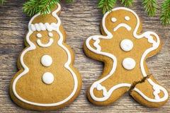 Το μελόψωμο Χριστουγέννων διαμορφώνει ευτυχής και δυστυχισμένος Στοκ εικόνες με δικαίωμα ελεύθερης χρήσης