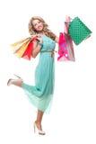 Τολμηρές τσάντες αγορών εκμετάλλευσης κοριτσιών στοκ φωτογραφία με δικαίωμα ελεύθερης χρήσης