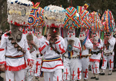 Το μη αναγνωρισμένο άτομο στο παραδοσιακό κοστούμι Kukeri βλέπει στο φεστιβάλ των παιχνιδιών Kukerlandia μεταμφιέσεων σε Yambol,  Στοκ φωτογραφία με δικαίωμα ελεύθερης χρήσης