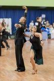 Το μη αναγνωρισμένο ζεύγος χορού εκτελεί το λατινοαμερικάνικο πρόγραμμα νεολαία-2 Στοκ φωτογραφία με δικαίωμα ελεύθερης χρήσης