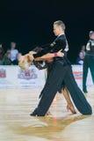 Το μη αναγνωρισμένο ζεύγος χορού εκτελεί το λατινοαμερικάνικο πρόγραμμα νεολαία-2 για το βαλτικό μεγάλο πρωτάθλημα prix-2106 WDSF Στοκ φωτογραφία με δικαίωμα ελεύθερης χρήσης