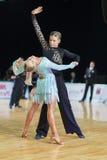 Το μη αναγνωρισμένο ζεύγος χορού εκτελεί το λατινοαμερικάνικο πρόγραμμα νεολαία-2 για το βαλτικό μεγάλο πρωτάθλημα prix-2106 WDSF Στοκ Φωτογραφίες
