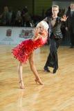 Το μη αναγνωρισμένο ζεύγος χορού εκτελεί το λατινοαμερικάνικο πρόγραμμα νεολαία-2 για το βαλτικό μεγάλο πρωτάθλημα prix-2106 WDSF Στοκ Εικόνες