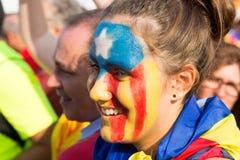 Το μη αναγνωρισμένο καταλανικό νέο κορίτσι με το σχέδιο υπέρ- Στοκ εικόνες με δικαίωμα ελεύθερης χρήσης