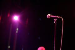 Το μικρόφωνο πριν από την επίδειξη των ενθουσιασμών (ζώνη ψυχής) αποδίδει στον τόπο συναντήσεως Apolo Στοκ φωτογραφία με δικαίωμα ελεύθερης χρήσης