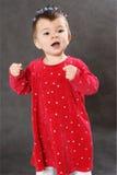 Το μικρό διασκεδάζοντας κορίτσι Στοκ φωτογραφίες με δικαίωμα ελεύθερης χρήσης