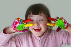 Το μικρό κορίτσι έχει τη διασκέδαση Στοκ Φωτογραφίες