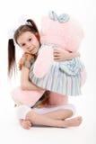 Το μικρό κορίτσι και Teddy αντέχουν Στοκ εικόνα με δικαίωμα ελεύθερης χρήσης
