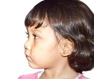 Το μικρό κορίτσι κοιτάζει στο δικαίωμα Στοκ Εικόνα
