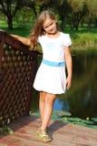 Το μικρό κορίτσι με ένα δίκαιο τρίχωμα Στοκ εικόνες με δικαίωμα ελεύθερης χρήσης