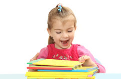 Το μικρό κορίτσι με τα βιβλία σε έναν πίνακα Στοκ Εικόνα