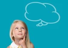 Το μικρό κορίτσι σκέφτεται Στοκ εικόνες με δικαίωμα ελεύθερης χρήσης