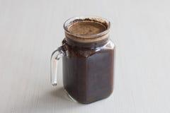 Το μικρό κρύο batch παρασκευάζει την προετοιμασία καφέ ενυδάτωση καφέ στο δωμάτιο Στοκ Φωτογραφία