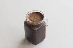 Το μικρό κρύο batch παρασκευάζει την προετοιμασία καφέ ενυδάτωση καφέ στο δωμάτιο Στοκ Εικόνα