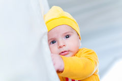 Το μικρό μωρό στην έννοια παιδικής ηλικίας στοκ φωτογραφία με δικαίωμα ελεύθερης χρήσης