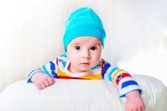 Το μικρό μωρό στην έννοια παιδικής ηλικίας στοκ εικόνες
