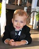 Το μικρό παιδί έντυσε στο κοστούμι για έναν γάμο Στοκ Εικόνες