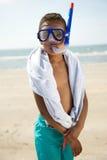 Το μικρό παιδί με κολυμπά με αναπνευτήρα Στοκ Φωτογραφία