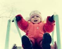 Το μικρό παιδί οδηγά ένα ρόλερ κόστερ Στοκ Φωτογραφία
