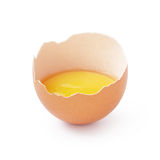 Το μισό από το σπασμένο αυγό που απομονώνεται στο λευκό Στοκ εικόνες με δικαίωμα ελεύθερης χρήσης