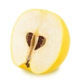 Το μισό από το ώριμο Apple-κυδώνι που απομονώνεται Στοκ εικόνα με δικαίωμα ελεύθερης χρήσης